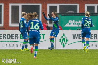 Wolfsburg celebrates its first goal by Caroline Hansen.